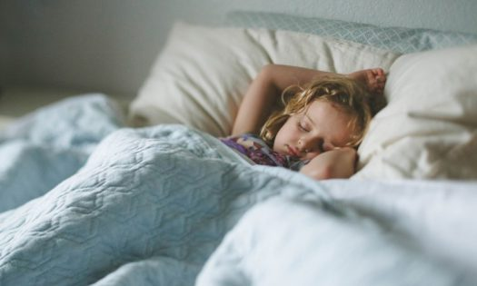 photo-of-a-child-sleeping-with-a-blue-blanket-with-the-Canon-45-tilt-shift-lens-by-April-Nienhuis-840x560